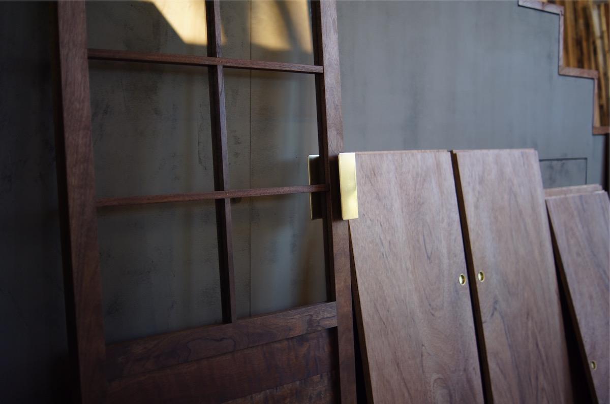 ウォールナットのドア