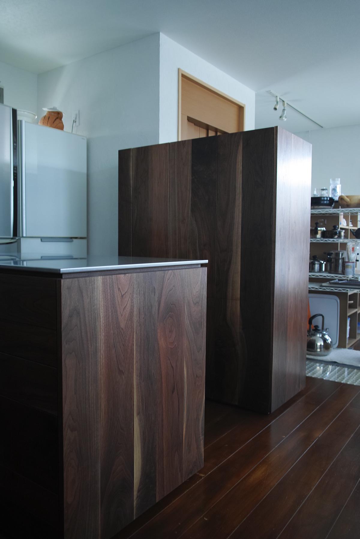 ウォールナットの食器棚